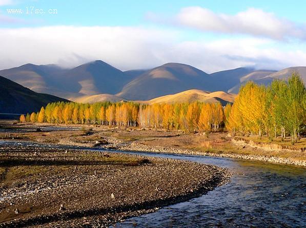 亚丁风景区,位于甘孜州南部稻城县日瓦乡境内,景区海拔 2900米(贡嘎
